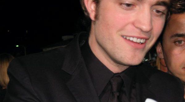 Robert Pattinson, il vampiro Edward Cullen spegne 30 candeline
