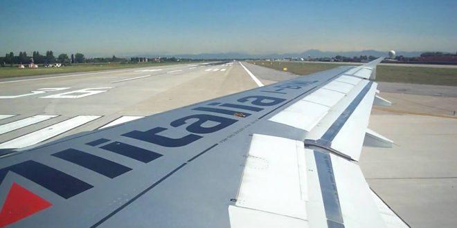 Voli Alitalia 2016 personale con nuove divise, svolta dopo quasi vent'anni