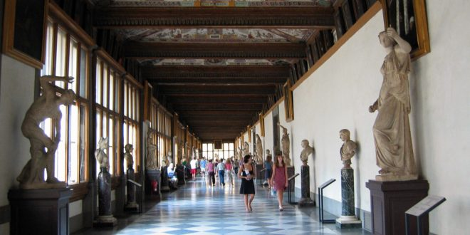 Galleria degli Uffizi Firenze, direttore Schmidt multato dai Vigili Urbani