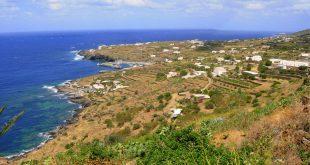 Pantelleria in fiamme, 600 ettari di terreno in fumo e case evacuate