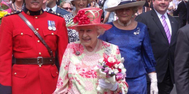Regina Elisabetta, festa 90 anni, Buckingham Palace pubblica foto inedite