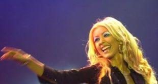 Christina Aguilera, brano 'Change' per i familiari delle vittime strage di Orlando