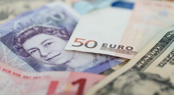 Cross euro dollaro, moneta unica scivola sul mercato Forex
